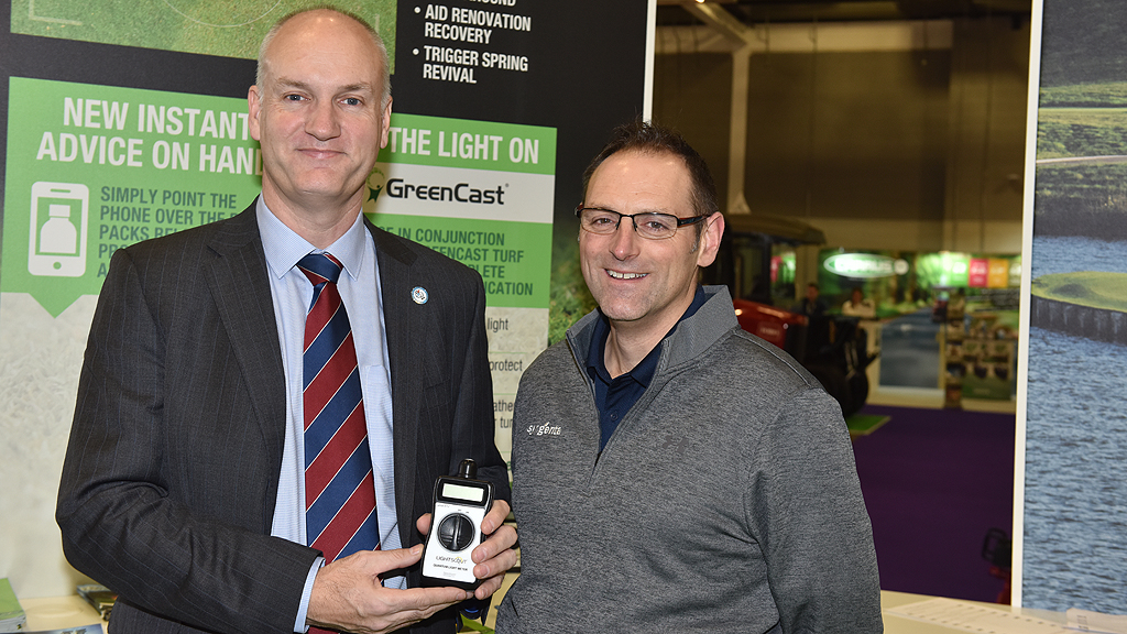 Jim Croxton of BIGGA with Glenn Kirby for light meter draw