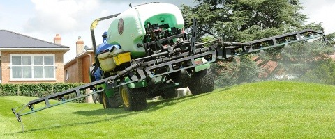 Spraying uneven ground