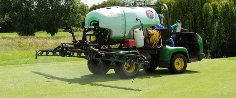 Spraying greens with XC Nozzles Ely City